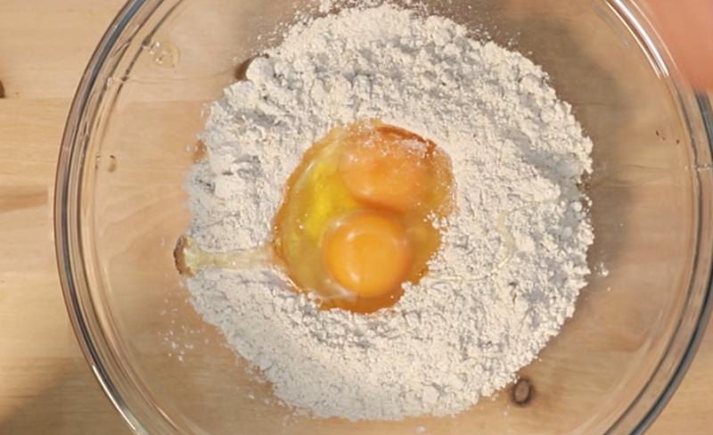 clatite-step1-flour-eggs