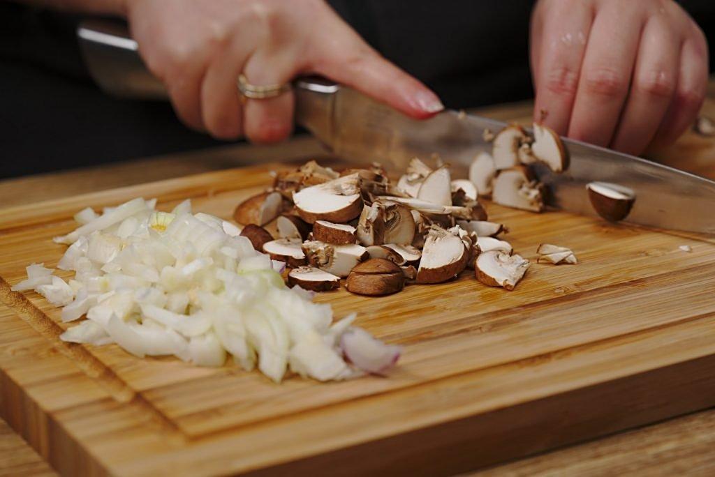 Potato scrambled egg - mushrooms cutting