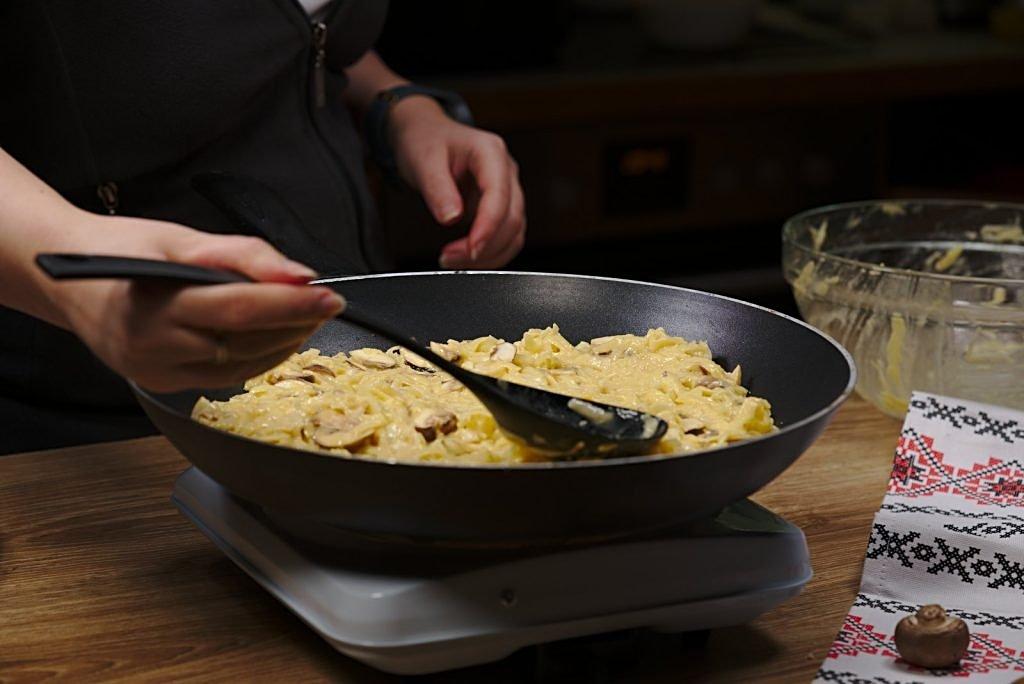 Potato scrambled egg - frying pan